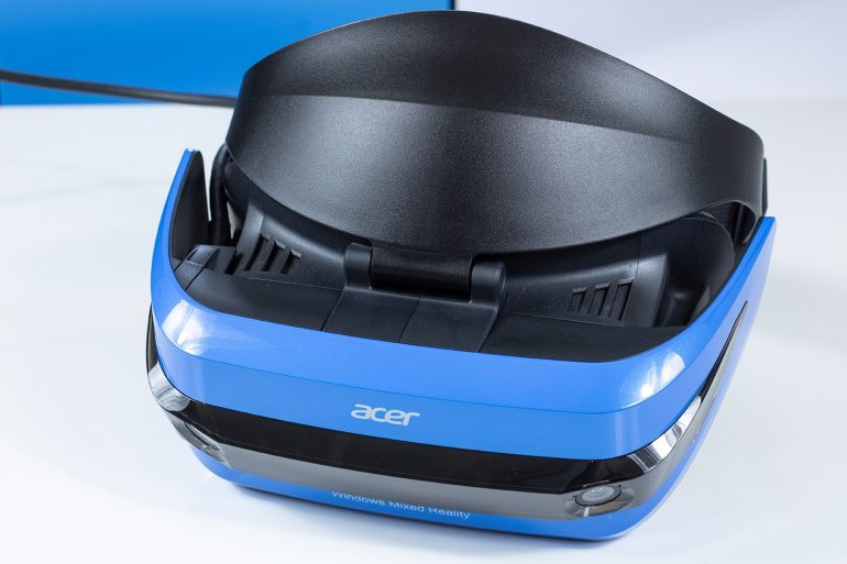Acer Windows Mixed Reality Headset from the front.