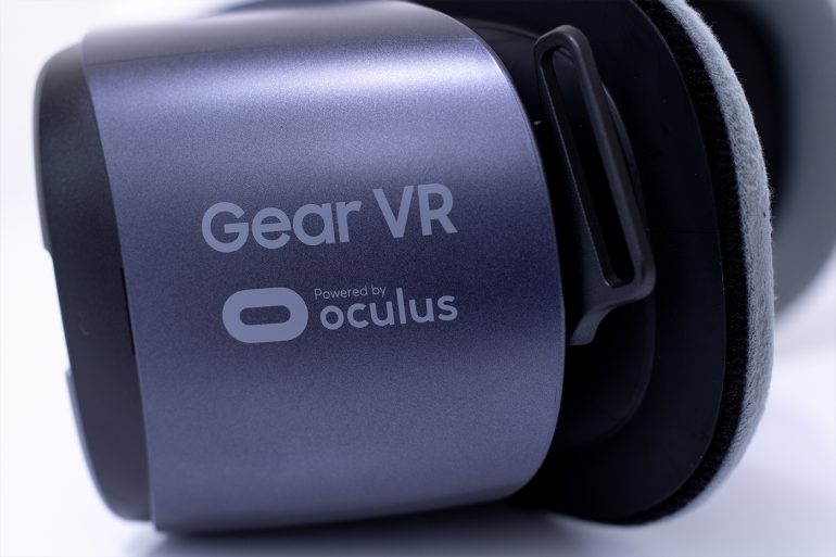 Samsung Gear VR - Side view of headset.